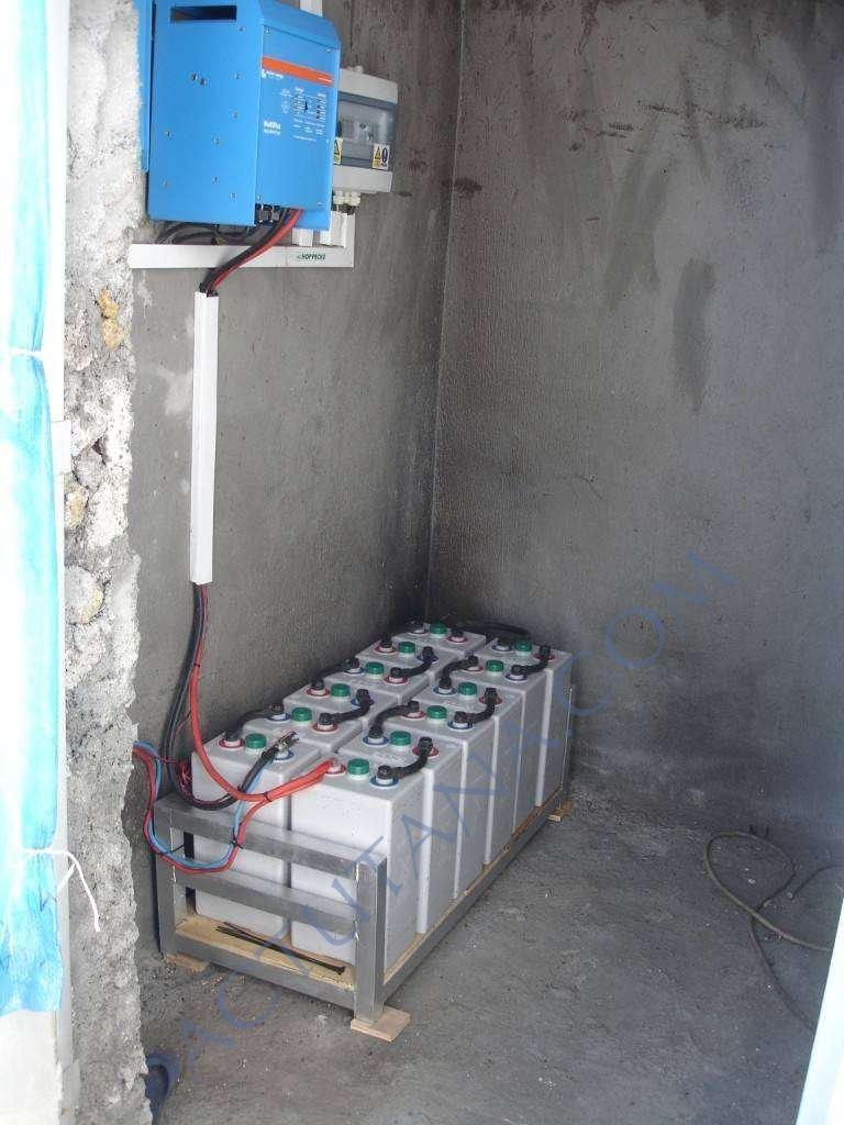 Une batterie de 12 batteries de 2V en série - 24V au total et une autonomie cumulée très élevée