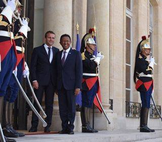 Emmanuel Macron reçoit Hery Rajaonarimampianina