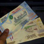 {:fr}Alors, ces nouveaux billets de banque ?{:}{:en}So these new banknotes?{:}