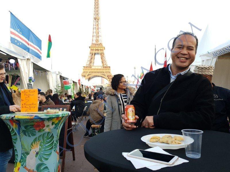 Vendredi magnifique au pied de la Tour Eiffel